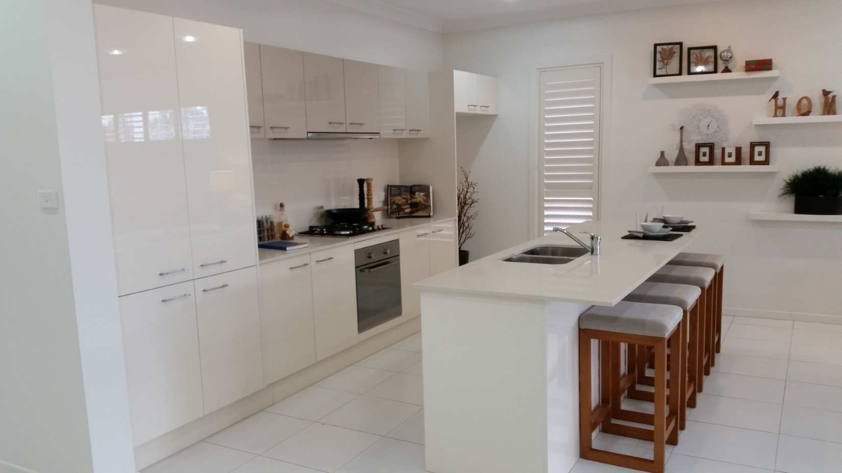 Absolute kitchen moorebank new kitchens and bathrooms for 0 kitchens and bathrooms